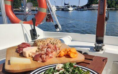 Mikä tekee ruuanvalmistuksesta veneellä erityistä?